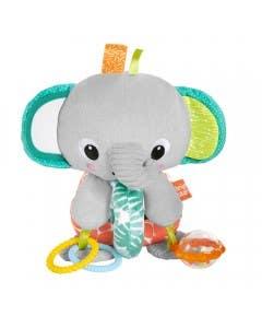 Elefante explora y abraza