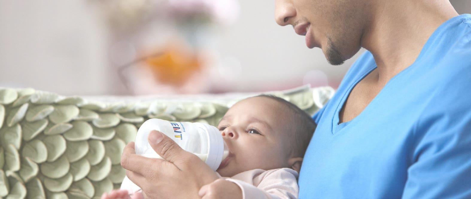 ¿Cómo esterilizo la mamadera de mi bebé?
